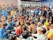 अस्पताल में प्रसूता की उपचार के दौरान मौत,परिजनों का हंगामा करौली,Karauli - Dainik Bhaskar