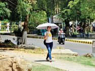 पारा@ 40 डिग्री , दो दिन बाद बादल लाएंगे राहत, दोपहर में चलने लगी गर्म हवाएं, रात में भी अब बढ़ने लगा है तापमान|रोहतक,Rohtak - Dainik Bhaskar