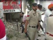 लुधियाना में मंड और निहंगों में गाली-गलौज, जान बचाकर भागते समय गिरने से उतरी पगड़ी|लुधियाना,Ludhiana - Money Bhaskar