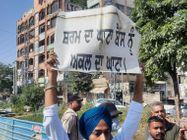 सुखबीर बादल को चूड़ियां देने जा रहे लोइपा नेताओं का पीड़िता से सामना, हाथापाई के बाद नेता गिरफ्तार अमृतसर,Amritsar - Money Bhaskar