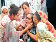 हाईवे पार कर रही युवतियों को इंस्पेक्टर की तेज रफ्तार कार ने मारी टक्कर, 7 मीटर दूर गिरने से एक की मौत; दूसरी बची|जालंधर,Jalandhar - Money Bhaskar