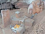 चंबल रिवर फ्रंट में दब रही 16वीं शताब्दी पुरानी मूर्तियां, वार्ड पार्षदाें ने उठाई विस्थापन की मांग|कोटा,Kota - Money Bhaskar
