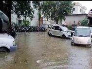 शहर में जलभराव, थानों में भरा 2.5 फीट तक पानी, शहर और देहात में बारिश के चलते 3 मकान गिरे|मेरठ,Meerut - Money Bhaskar