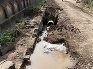 નવસારીમાં એક તરફ દિવસમાં એક વખત જ પાણી અપાય છે, બીજી તરફ લાખો લીટર પાણીનો વેડફાટ, શહેરીજનોમાં રોષ|નવસારી,Navsari - Divya Bhaskar
