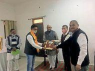 राम मंदिर निर्माण के लिए विधायक आक्या ने 15 लाख और पूर्व मंत्री कृपलानी ने पांच लाख रुपए भेंट किए|चित्तौड़गढ़,Chittorgarh - Dainik Bhaskar