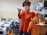 लीसिया कोरोना मरीजों को ऑक्सीजन जनरेटर मुफ्त में उपलब्ध कराती हैं, 3 महीने के बेटे की परवरिश के साथ करती हैं ये नेक काम|लाइफस्टाइल,Lifestyle - Dainik Bhaskar