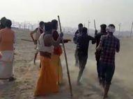 जमीन आवंटन को लेकर विवाद, संतों पर एक युवक ने चढ़ाई बाइक, हाथापाई व धक्का मुक्की का वीडियो वायरल इलाहाबाद,Allahabad - Dainik Bhaskar