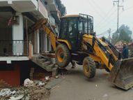 बिना नक्शा पास कराए बनाई गई मार्केट पर PDA ने की कार्रवाई; 5 JCB मशीनें लगाई गईं, भारी संख्या में फोर्स तैनात इलाहाबाद,Allahabad - Dainik Bhaskar