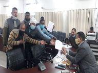 प्राइवेट स्कूल एसोसिएशन से जुड़े पदाधिकारी पहुंचे DM से मिलने, बोले- परिवार चलाना हुआ मुश्किल वाराणसी,Varanasi - Dainik Bhaskar