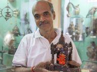 महाराष्ट्र के एक आर्टिस्ट ने नारियल के छिलके से बना दिए 400 सुंदर आर्ट वर्क, इस कला को अमूल्य मानते हैं इसलिए एक भी पीस नहीं बेचा|लाइफस्टाइल,Lifestyle - Dainik Bhaskar