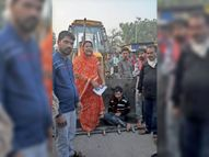 गुमटी हटाई तो जेसीबी के सामने खड़ी हुई महिला, बोली- 2.50 लाख रुपए दो|रतलाम,Ratlam - Dainik Bhaskar