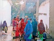 मोटर खराब होने से तालाब का पानी पीने को मजबूर सारंगढ़,Saranggarh - Dainik Bhaskar