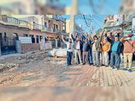 चार साल से सीवर लाइन जाम, कोई भी नेता इस काम के लिए आगे नहीं आया|जीरकपुर,Zirakpur - Dainik Bhaskar