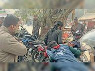 बिना हेलमेट पकड़ाया तो अपनी नई बाइक को पुलिस के सामने जलाने लगा, काम न आई जुगत, चालान कटा|भागलपुर,Bhagalpur - Dainik Bhaskar