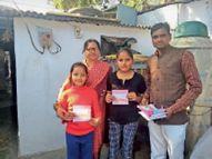 नन्ही बालिकाओं ने गुल्लक के पैसे दिए|श्योपुर,Sheour - Dainik Bhaskar