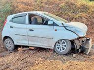 कार पलटी खाने से खाचरौद की विरियाखेड़ी पंचायत के सचिव की मौत, मां और बेटा गंभीर|रतलाम,Ratlam - Dainik Bhaskar