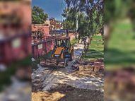 पार्क को पार्किंग में बदलने वाले जिम्मेदार बंधुओ ! जन की नहीं तो कोर्ट की सुनो...हरे पेड़ों को काटना गलत है|जयपुर,Jaipur - Dainik Bhaskar