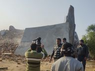 कुलैथ में हिस्ट्रीशीटर बाप-बेटे ने 60 लाख की सरकारी जमीन पर तान रखा था दो मंजिला मकान, ढहाया गया|ग्वालियर,Gwalior - Dainik Bhaskar