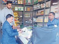 कृषि विभाग के अधिकारियों ने लिए रासायनिक दवा के 17 सैंपल|गोहाना,Gohana - Dainik Bhaskar