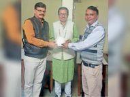 धार के डॉ. शर्मा सहित देश के 11 साहित्यकारों को समग्र साहित्य साधना के लिए दिया डाॅ. एसएन तिवारी सम्मान धार,Dhar - Dainik Bhaskar