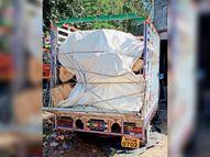 आम के कटे पेड़ की लकड़ी अवैध रूप से लोडिंग में ले जा रहा था, वन अमले ने पकड़ा|महू,Mhow - Dainik Bhaskar