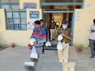 मास्क लगाकर डेयरी पहुंची डिप्टी कलेक्टर, दो लीटर दूध खरीदा, संचालक के सामने पैक कराया, जांच के लिए भेजा|शाजापुर (उज्जैन),Shajapur (Ujjain) - Dainik Bhaskar