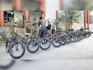 ब्रांडेड जूते और साइकिल चाेर गैंग पकड़ी, तीन लाख की 14 साइकिल, 20 जाेड़ी जूते और 15 जैकेट बरामद|उदयपुर,Udaipur - Dainik Bhaskar