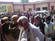 सांसद किरोड़ी लाल मीणा बोले पीड़ित पक्ष के खिलाफ पुलिस ने दर्ज किया झूठा मुकदमा, मृतक के परिजनों को मिले मुआवजा|दौसा,Dausa - Dainik Bhaskar