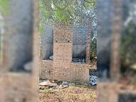 पार्क में सुलभ शौचालय का काम अधूरा, शिकायत|कुरूद,Kurud - Dainik Bhaskar