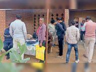 एफिडेविट बनवाने के लिए उपतहसील में युवाओं की सुबह से लगी लंबी लाइन|महेंद्रगढ़,Mahendragarh - Dainik Bhaskar