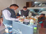 गोदाम का शटर बंद कर कीटनाशक बना रहे थे,कृषि विभाग ने सेम्पल लेकर सील किया, केस दर्ज|इंदौर,Indore - Dainik Bhaskar