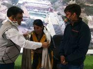 महाकाल मंदिर में महिला सुरक्षाकर्मी से विवाद करने वाले श्रद्धालु ने आत्मग्लानि होने पर महिला का किया सम्मान|उज्जैन,Ujjain - Dainik Bhaskar
