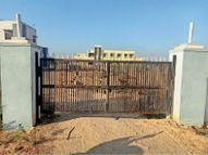 तहसील की आरक्षित भूमि से न्यायालय के लिए सीधा मार्ग निकालने पर तहसीलदार ने चुनवाई दीवार|दूनी,Duni - Dainik Bhaskar