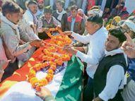 सीआरपीएफ के एसआई को सैन्य सम्मान से गाड़ोली में अंतिम विदाई, अंतिम दर्शन करने पूरा गांव उमड़ा|देवली,Deoli - Dainik Bhaskar