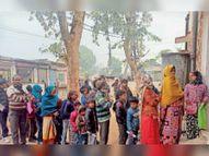 दिन भर में बनते हैं 50-60 कार्ड, एक और मशीन की जरुरत|भरतपुर,Bharatpur - Dainik Bhaskar
