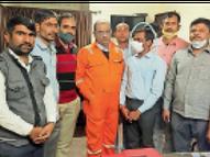 चोरी के आरोपी के परिजनों से जांच में मदद करने के नाम पर, 15 हजार की रिश्वत लेते थानेदार गिरफ्तार बाड़मेर,Barmer - Dainik Bhaskar