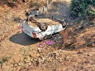 4 घंटे में 2 हादसे, पहले हादसे में ट्रक ने कार को टक्कर मारी, दूसरे में अंधे मोड़ पर कार पुलिया से नीचे गिरी|बुरहानपुर,Burhanpur - Dainik Bhaskar