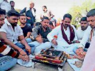 पीसीजी कॉलेज प्रबंधन के खिलाफ अजाक थाने में शिकायत, छात्रों ने की कार्रवाई की मांग|खंडवा,Khandwa - Dainik Bhaskar
