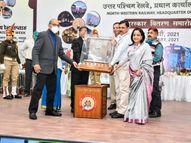 जितेन्द्र सिंह राठौड़ पलाड़ा को हिंदी भाषा के प्रोत्साहन के लिए रेलवे ने किया सम्मानित|नागौर,Nagaur - Dainik Bhaskar