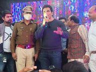 भोपाल में फिल्म अभिनेता सोनू सूद ने कहा- परिवार के लिए कृपया सीट बेल्ट और हेलमेट जरूर पहनें, पीछे न रखें|भोपाल,Bhopal - Dainik Bhaskar