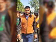 हमलावर ने बीच सड़क पर दोस्त का गला रेता, गर्लफ्रेंड के विवाद में मर्डर की आशंका|देश,National - Dainik Bhaskar