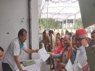 पूर्व CM मुलायम सिंह यादव के परिवार की सदस्य मृदुला यादव ने सैफई से भरा पर्चा, कई दशकों से यह सीट यादव परिवार के पास रही|लखनऊ,Lucknow - Dainik Bhaskar