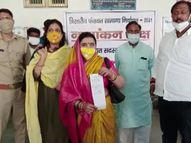 मैनपुरी में मुलायम सिंह की भतीजी ने BJP के टिकट पर किया नामांकन; बोलीं- बहेगी विकास की गंगा|कानपुर,Kanpur - Dainik Bhaskar
