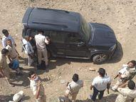 बदमाशों की स्कॉर्पियो राजसमंद के भीम में बरामद, डोडा चुरा से भरी पिकअप भी मिली; 10 थानों की पुलिस तलाश में जुटी|भीलवाड़ा,Bhilwara - Dainik Bhaskar