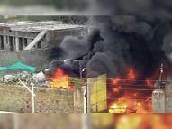 शॉर्ट सर्किट से कबाड़ गोदाम में आग, 4 फायरब्रिगेड, 2.87 लाख लीटर झोंका पानी, फिर भी काबू नहीं|आबूराेड,Abu road - Dainik Bhaskar