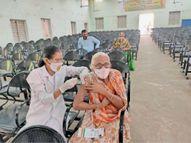 कोरोना से बचाव के लिए टीकाकरण, 60 हजार से ज्यादा ने लगवाई वैक्सीन बड़वानी,Barwani - Dainik Bhaskar