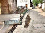 8 दिन पहले बनाया रोड धंसा, इंजीनियर बोले- मुझे तो रोड अच्छा नजर आया खंडवा,Khandwa - Dainik Bhaskar