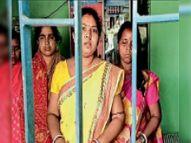 पिता के घर में सौतेली मां ने किया बेटी समेत तीन महिलाओं को बंद|जादूगोड़ा,Jadugora - Dainik Bhaskar