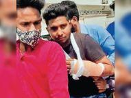 कुंडली बॉर्डर पर निहंग सिख ने युवक पर किया तलवार से हमला, हाथ पर गहरी चोट गोहाना,Gohana - Dainik Bhaskar