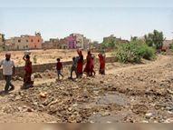 एक तरफ जलसंकट तो दूसरी ओर लीकेज पाइप लाइन से टंकी में जा रहा दूषित पानी, यही घरों में हो रहा सप्लाई नागौर,Nagaur - Dainik Bhaskar